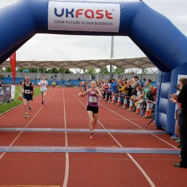Manchester 10k Kirsty finishes
