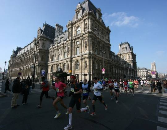 Paris half marathon runners